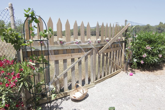 Puerta villa decorada