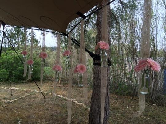 decoración flores para la carpa